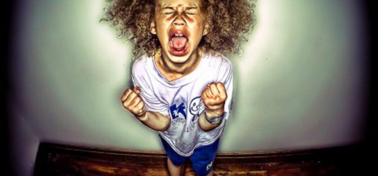 Toleranţa scăzută la frustrare şi crizele de furie