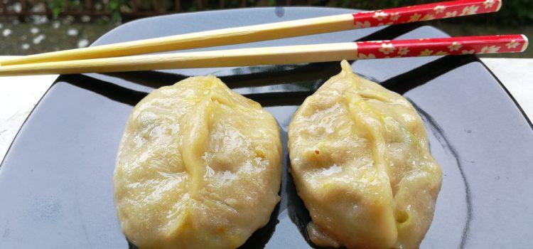 Chinese dumplings și sos vietnamez Nuoc Cham