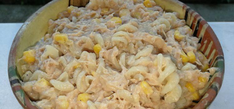 Salată de ton şi porumb cu sos bechamel