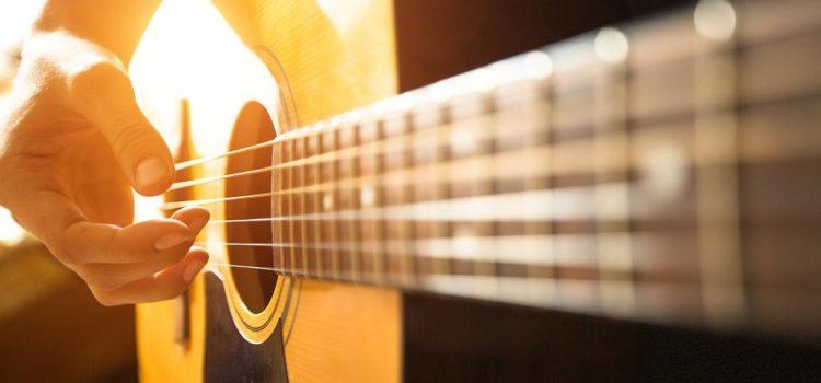 Despre jurnalism pe acorduri de chitară