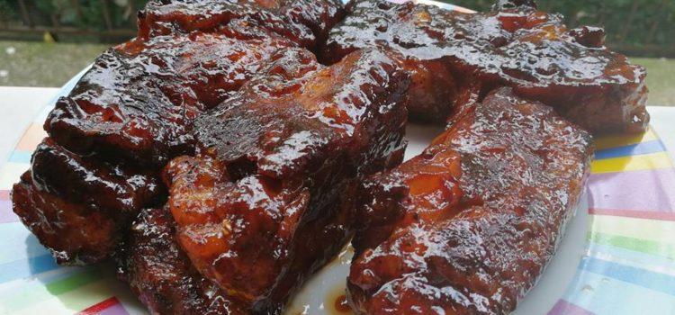 Coaste de porc glazurate și lipicioase