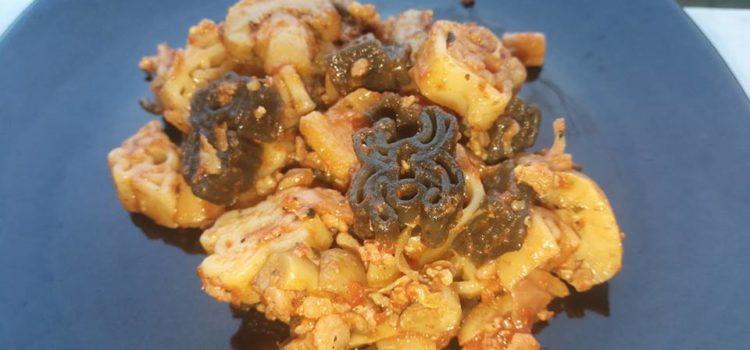 Paste cu ciuperci și sos de roșii