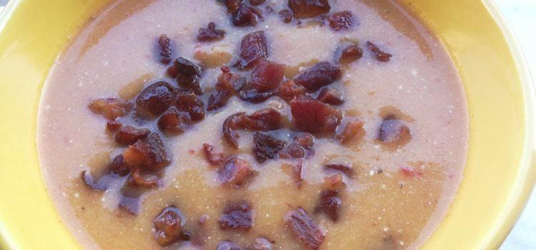 Supă-cremă de dovleac cu crutoane și bacon prăjit
