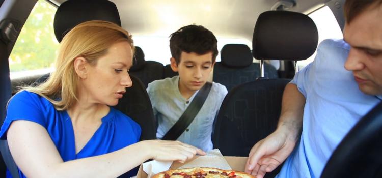 """Cum se mănâncă pizza """"ca nebunele"""""""