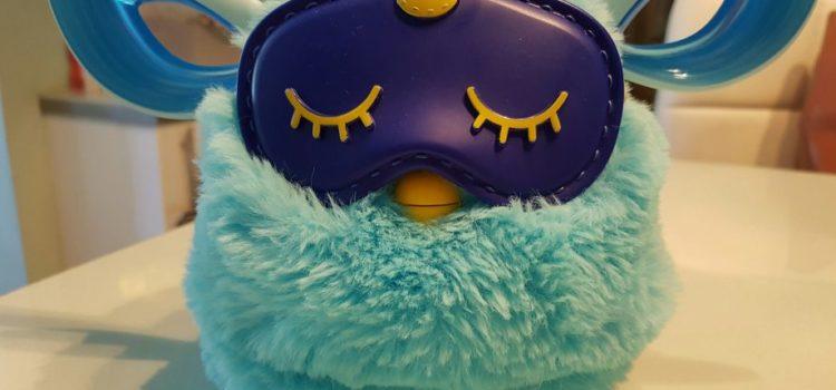 Fetițul traumatizat de drama unui Furby